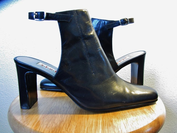 EXTRA SALE. 90s Cut Out Black Ankle Boot 7.5