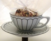 Teacup Birdfeeder in white and black