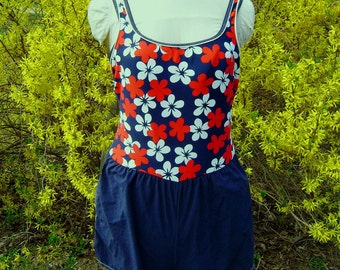 Vintage Swimsuit Romper, Woman Size 16, Red White Blue Floral, Short Style with Pockets, One Piece, Structured Bra, Summer Beach Party, USA