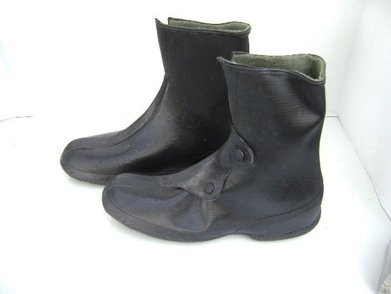Vintage Rubber Boots, Galoshes, Deadstock, LAST PAIR boho overshoes, black, youth sized or small woman, 1940s, pull over shoes, Granny boots