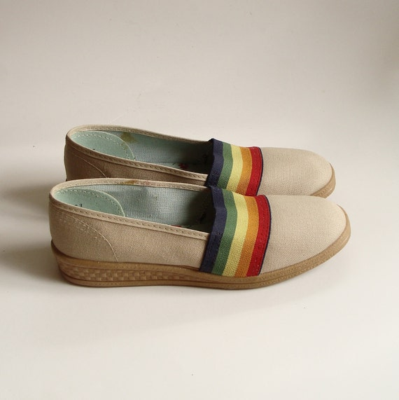 shoes size 6 - 6.5 / cotton rainbow flats / 1980s / colorful / low wedge