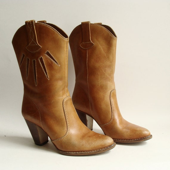 boots 6.5 7 / golden brown boots / 70s 1970s heeled boots / The Wild Pair / shoes size 6.5 / vintage boots