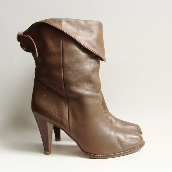 boots 7.5 / taupe leather heeled boots / 80s 1980s cuffed heeled calf boots / shoes 7.5 / vintage boots