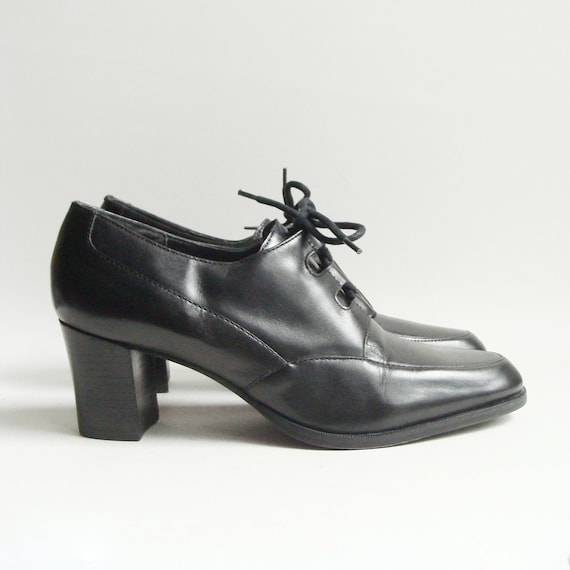 shoes 7 7.5 / black leather oxford heels / gillie lace heels / 80s 90s avant garde / lace up heels / shoes 7 / vintage shoes