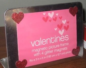 Valentine magnetic frames