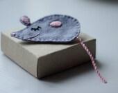 Happy little mouse - felt brooch