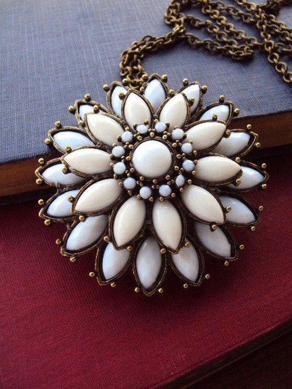 60s Style Necklace with Large Flower Pendant