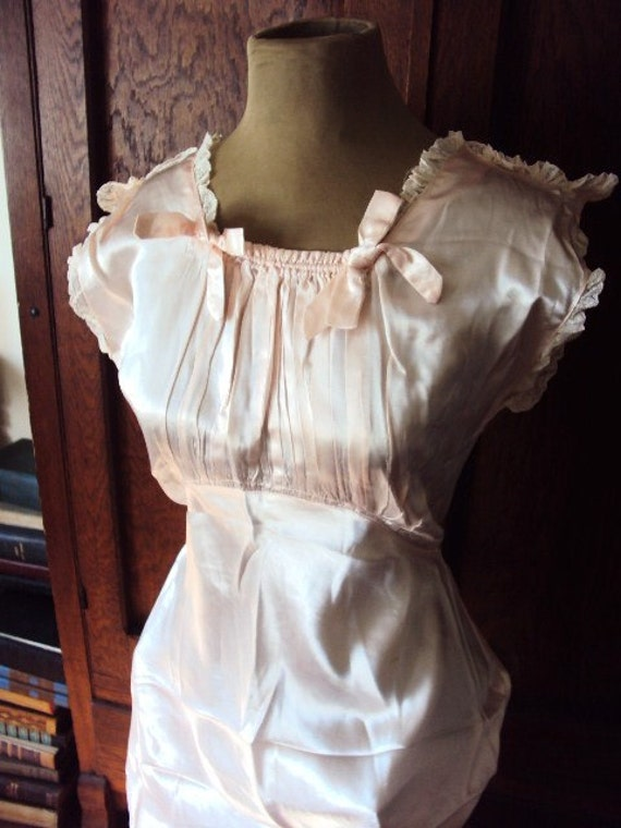 Antique 1920s Nightgown Boudoir Tea Gown in Pale Pink Silk
