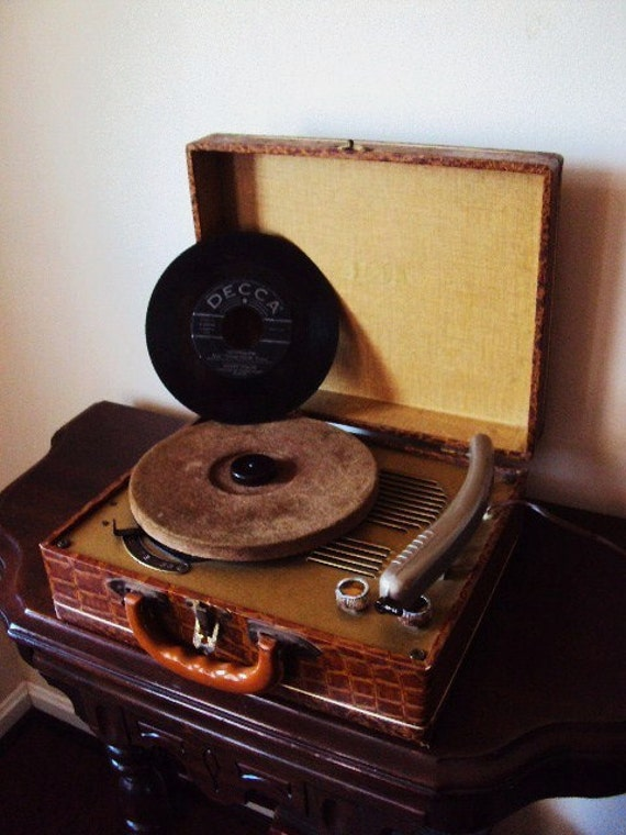 Decca Record Player Turntable 1940s Faux Alligator Skin Travel Case