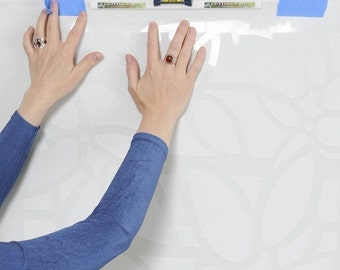 Clip-On STENCIL LEVEL, Perfect innovative tool for positioning and leveling wall stencils
