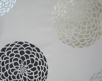 Flower Stencil Zinnia Grande SM - Stencils even better than wall decals - DIY decor
