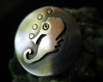Solo seahorse pendant