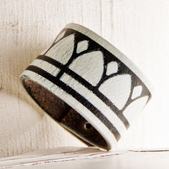 Wrist Art Jewelry Bracelet Cuff Black & White Fashion Accessories