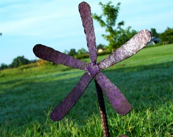 Yard flower stake - Yard Decor-Rustic Lawn Ornament - Plant marker - Thin fellow design - Purple metal flower stake