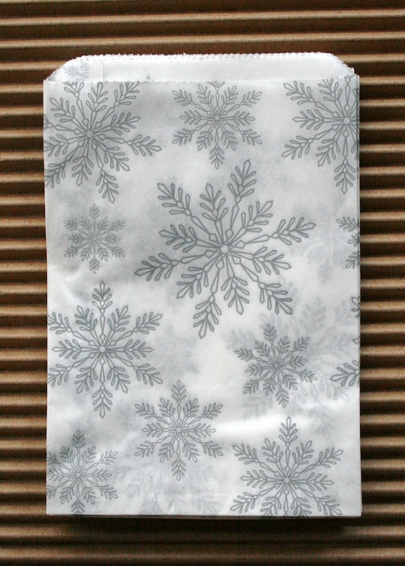 Set of 25  - Holiday Snowflake Pattern White Kraft Merchandise Paper Bags - 5 x 7