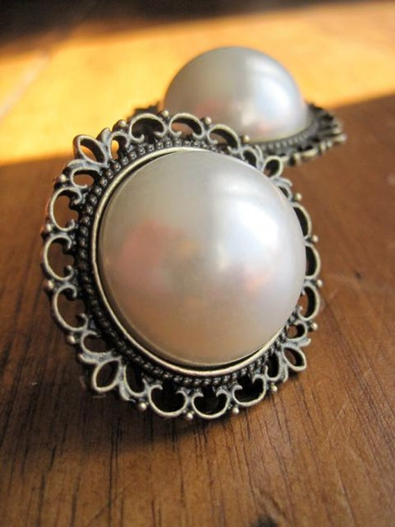 Drawer knobs - Decorative Knobs with Big pearl on Brass Setting (MK124)