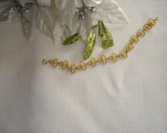 Vintage Goldtone Trefoil Link Bracelet