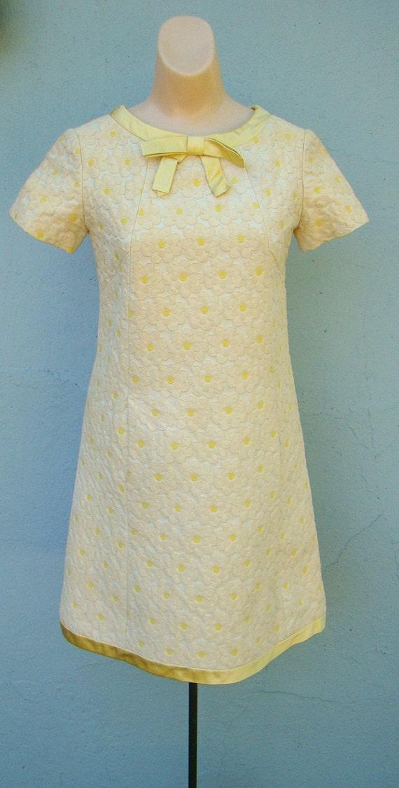 Vintage 60s Daisy Brocade / Carpet Dress / Mini Mod Tunic Dress