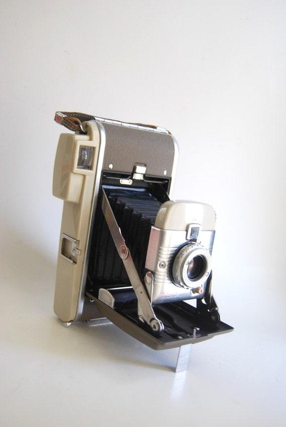 Vintage Polaroid 80a Land Camera Movie Cool Display Piece Excellent Condition