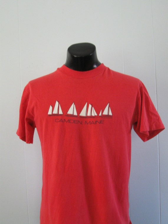 Vintage Maine 80s Tee Red Camden New England Sail Boats TShirt LARGE