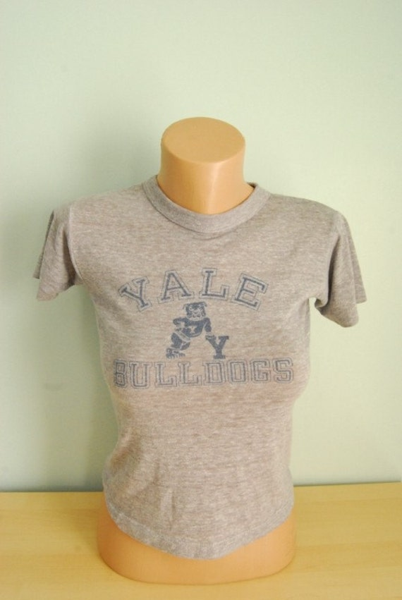 Authentic Vintage Tee Yale Bulldogs Insanely Soft and Thin Tshirt SMALL XS