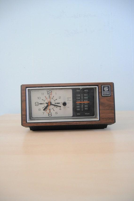 Vintage GE Clock Simple Woodgrain Minimal Face Woodgrain Clock WORKS
