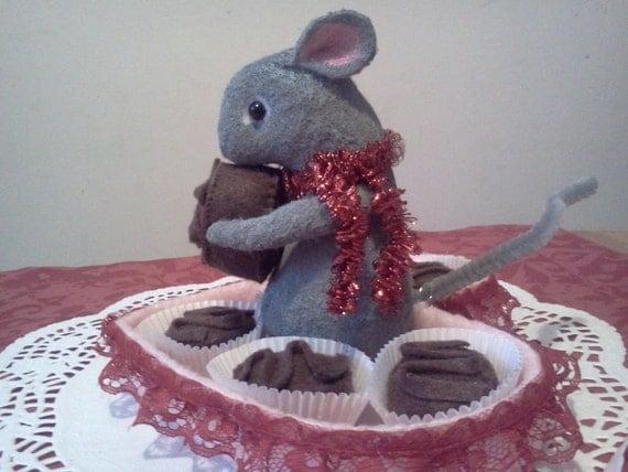 felt mouse, valentine ornament, valentine decoration, felt dessert, felt chocolate, felt