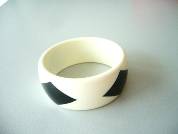 Black and white bracelet vintage new