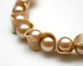 Pearl Ribbon Necklace - Oatmeal Beige Pearl Twisted Ribbon Necklace