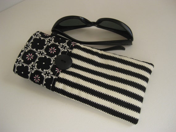Sunglasses Case in Black and White Stripes, large size glasses sleeve, soft eyeglasses cozy, striped