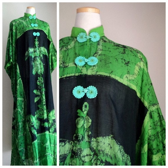 Vintage 1970's Green Black Batik Caftan //  Maylasian Handcrafted //  SITI PAYUNG //  Boho Ethnic Hippie