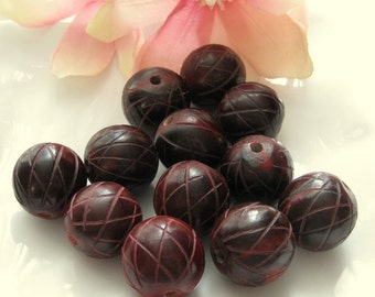 22mm Round Dark Blood Red  with Carved Lines Horn Bead (2.5mm Hole) 1 bead