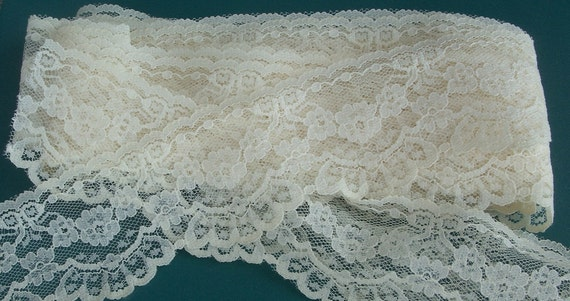 Ivory Vintage Raschel Lace 12 yards ... soft delicate ... 2-3/8 inch-wide 2-1/2 inch-pattern-repeat