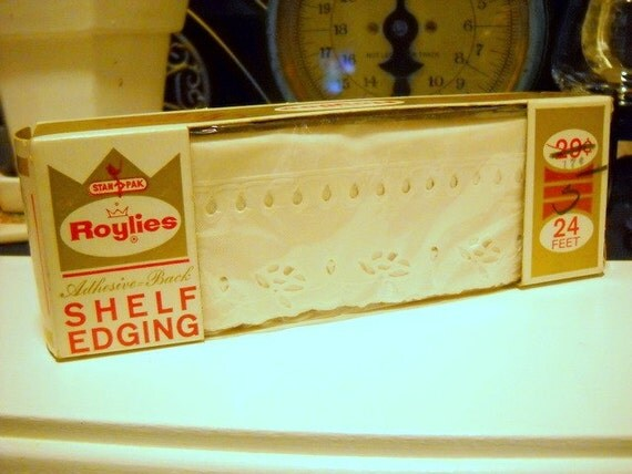 Charming Roylies Vintage Cream Shelf Edging by Royal Lace Paper