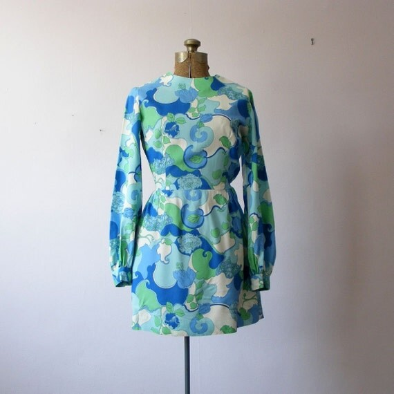 reserved vintage 1960s ART NOUVEAU PRINT mini dress small reserved