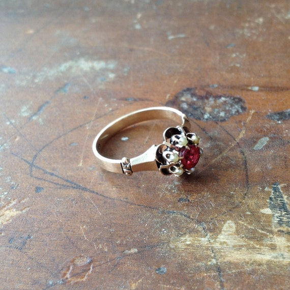 10k Victorian garnet and seed pearls / a buttercup ring / flower design / size 6
