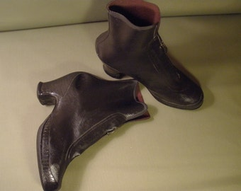 vintage size 7 kinney company rubber boots with zipper
