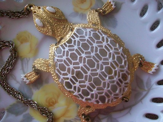 Slow And Steady Wins The Race, Vintage Enamel  Articulated Turtle Pendant Necklace Mod Retro Glee