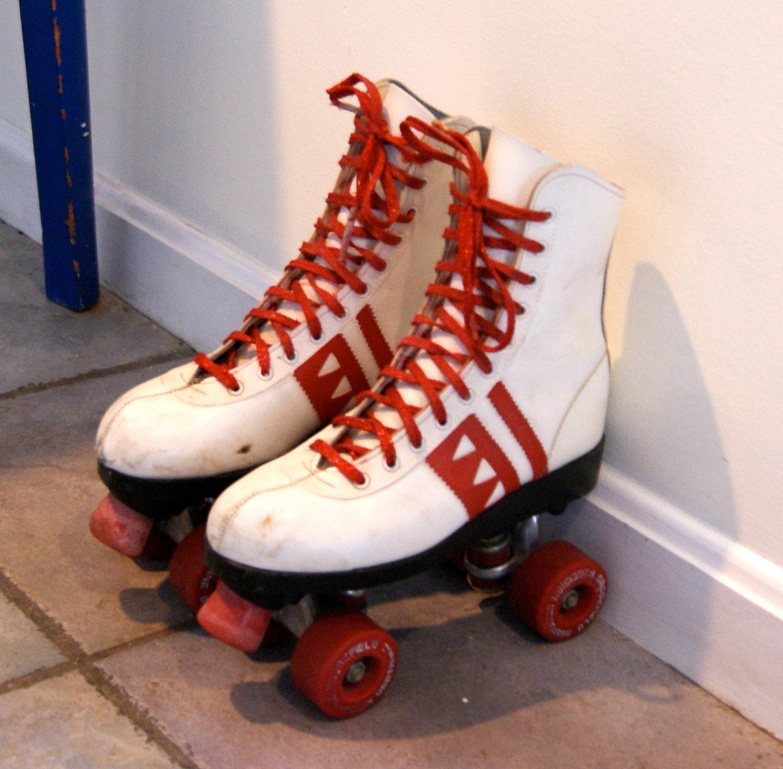 Roller skates vintage -  Vintage White And Red Roller Skates Zoom