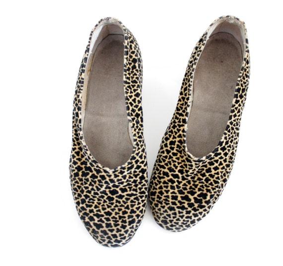Vintage shoes / 40s animal print velvety heels / size 37-7