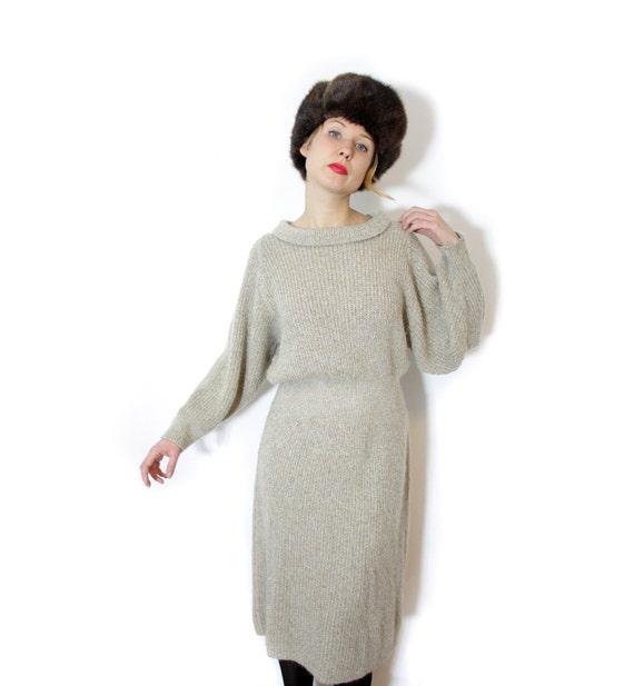 Vintage sweater dress / sand long sleeve knit / size M-L