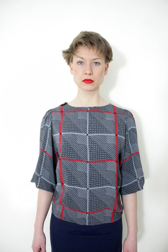 Vintage blouse. gray black red graphic top. size S/M