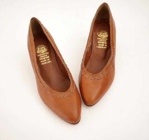 Vintage shoes / brown leather heels