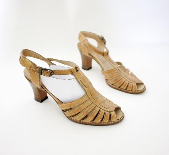 r e s e r v e d for juliaannata Vintage sandals / 70s honey leather t strap heels