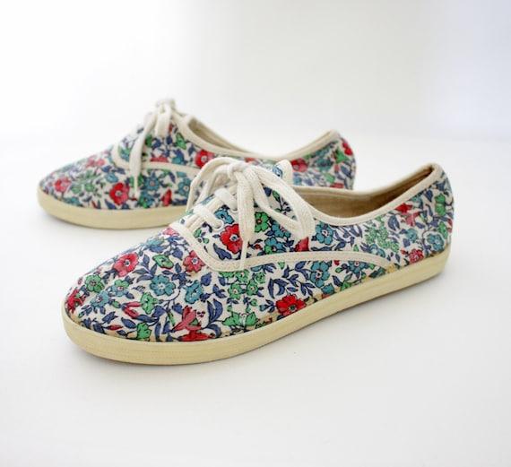r e s e r v e d  for calviny3k... Vintage floral canvas sneakers. 39/39.5 8/8.5