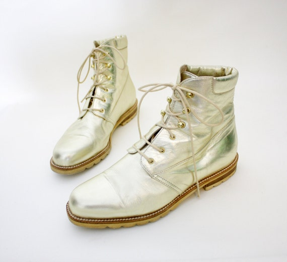 Vintage boots. La Collegienne gold tone ankle booties. size 37/7