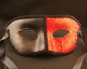 Gotico Rubino Male Mask, Red brocade covered eyemask with gold gilding and black trim
