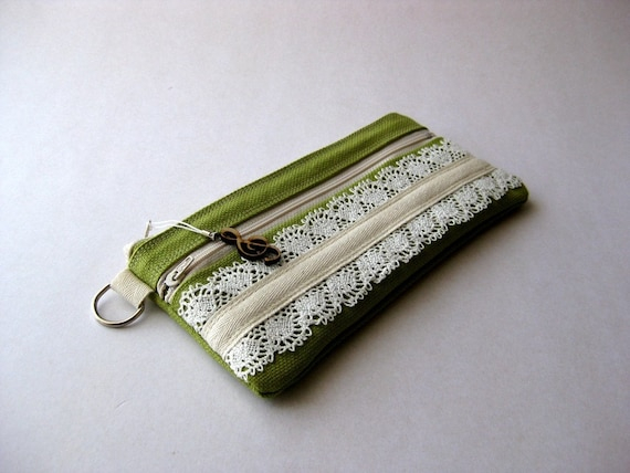 SALE 20 Percent OFF - It was 24 USD - The Honey Pouch in green