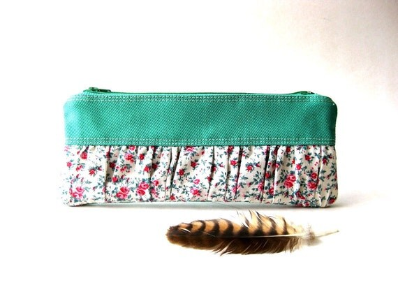 SALE 20% OFF - Prices already reduced - New Mini True Romantic Pouch in emerald cotton / floral fabric