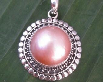 Bali Sterling Silver Pendant  / silver 925 / Mabe pearl / silver granulation technique